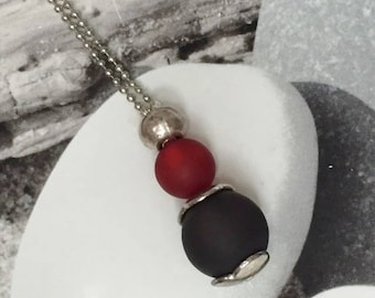 Pair of beads Polaris red and grey necklace