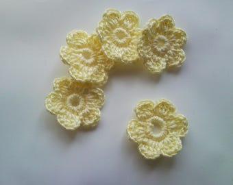 Crochet decor 5 X 2 yellow flowers