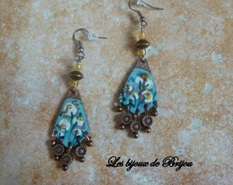 Elegant earrings made of enameled copper and copper metal beads