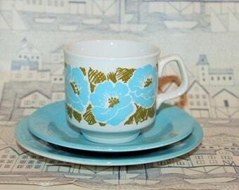 Vintage Tams Blue Flower Print Teaset- 5 Cups, 5 Saucers, 5 Side Plates.