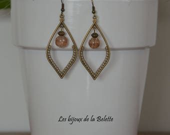 Dangling earrings in bronze with crackled glass beads