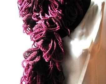 Crocheted scarf in wool Katia Giralda pink and Burgundy.