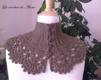 Round neck Brown / taupe, Victorian style!