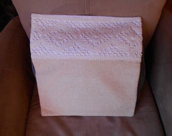 Cushion cover in cotton and ecru silk and lace