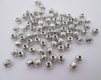 30 perles bille striée  métal argenté 4 mm