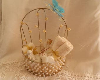 """Pretty little basket gold plated """"special guest"""""""