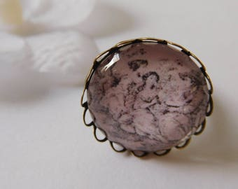 """Scalloped ring """"lunch on the grass"""" bronze color support"""