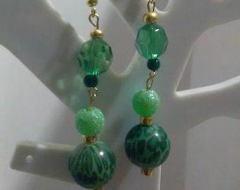 Super cute green dangle earings
