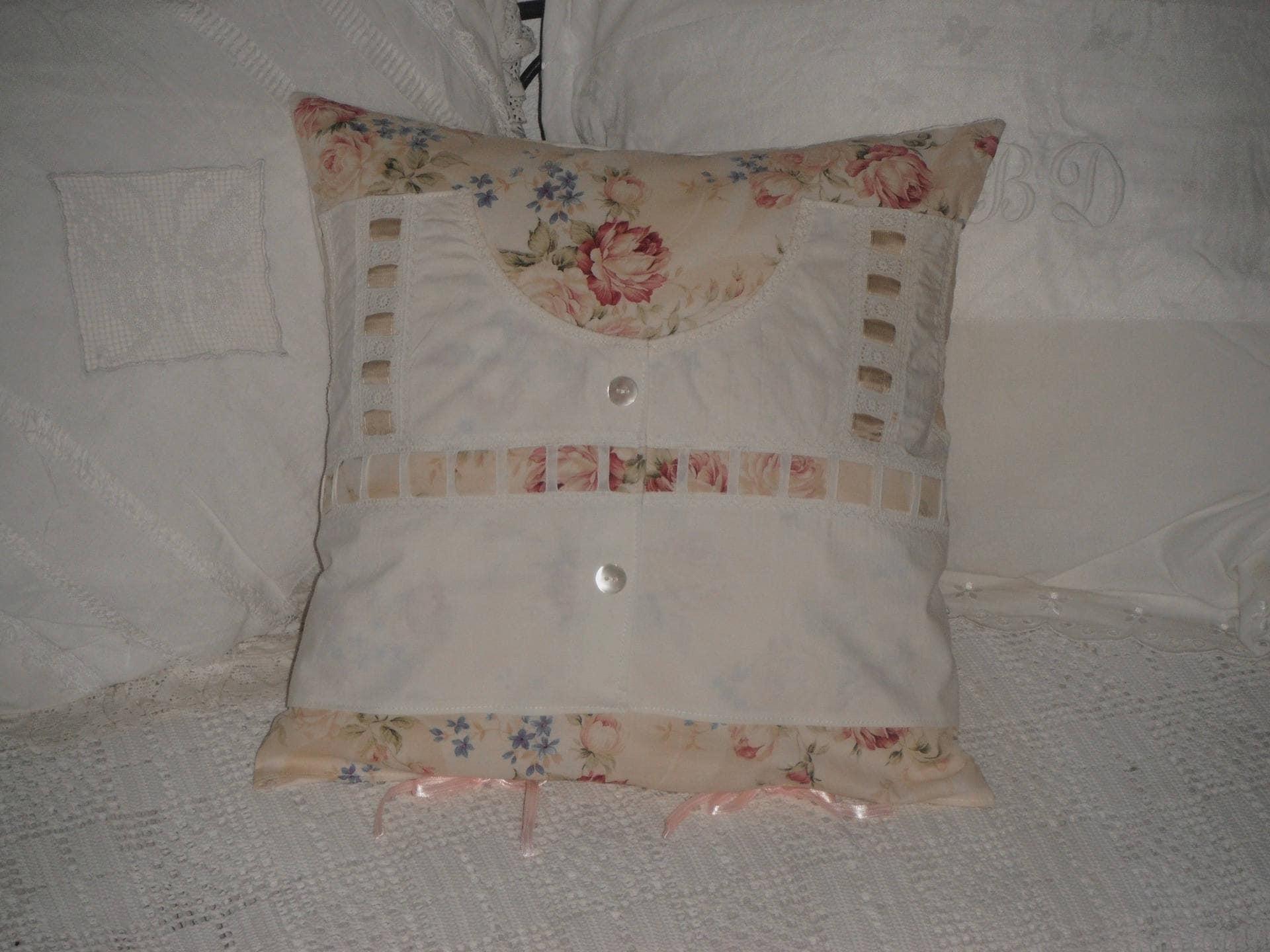 coussin shabby chic et romantique imprim coton et linge. Black Bedroom Furniture Sets. Home Design Ideas