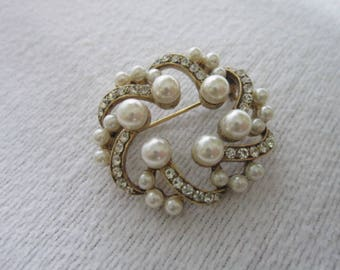 High Fashion Gold Tone & Faux Pearl and Rhinestone Quality Stylized Brooch