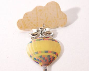 Cloud and balloon, beige and yellow brooch, bow