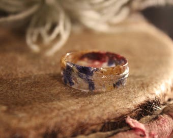 Resin ring with flowers