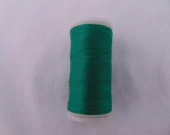 Spool of sewing thread, Pine Green, special machine (540)