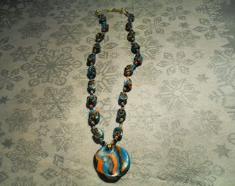pendant necklace trend, original and colorful (black, orange and turquoise)