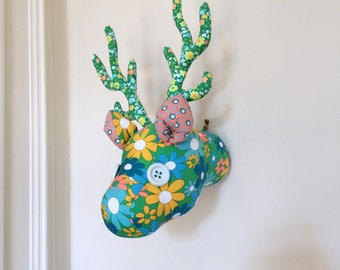 Little cloth deer trophy pan with large flowers
