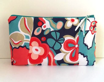 Makeup bag. Flower motifs. Cotton. Zip.