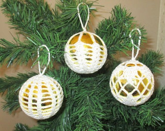 Set of 3 Christmas balls color gold and white crochet