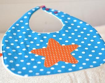 petit bavoir bleu étoile orange à pois
