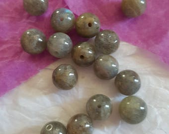 5 grey 8mm natural Labradorite beads. (8163112)