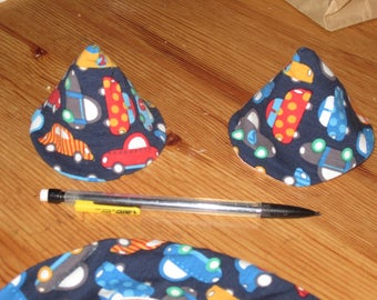 """Set of 2 hats with penis """"barrier pee"""" - fabric pattern cars"""