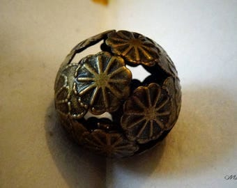 set of 10 large filigree flower patterned bead