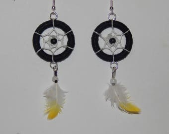 Dream catcher, Dreamcatcher, black and white cotton thread earrings feather Parrot