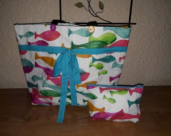 """Beach pattern bag""""fish""""with its matching pouch."""