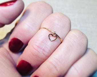 Simple thin ring Rose Gold Ring 18 k and his little heart in motion