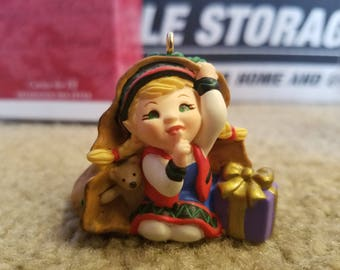 2001 Hallmark Keepsake Ornament Curious the Elf PR2318