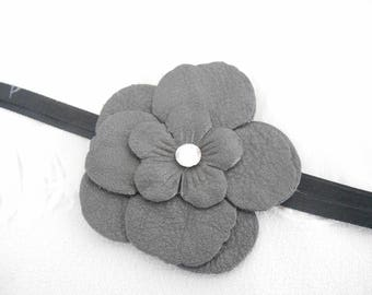 A leather flower 6.5 cm grey with Rhinestones to cord.