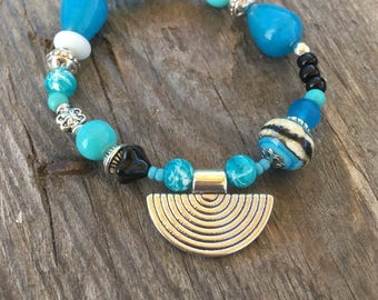 Bracelet in turquoise, black and white ethnic fancy