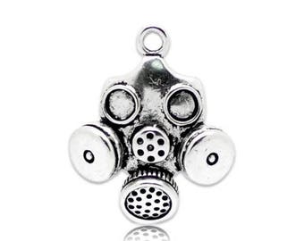 3 D (x 1) silver metal gas mask charm/pendant