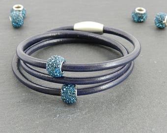 Dark blue leather wrap bracelet with Strassperlen | | Magnetic closure