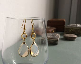 Glass drop shaped earrings