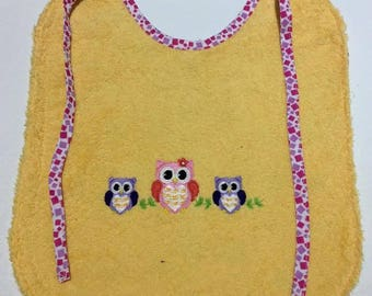 With the OWL family baby bib