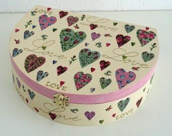 "Wooden suitcase ""Coeurs en fleurs"""