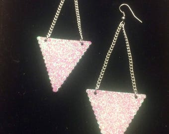 Dangle earrings triangular glitter