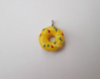 Multicolored vermicelli and yellow donut charm