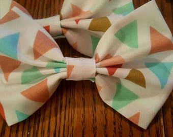 Colored triangle bow