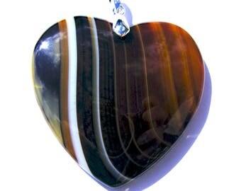Pendentif coeur agate strié de 47x47 mm pierre marron, blanche, ambré et bélière argenté de 19 mm.
