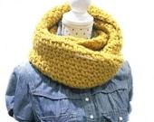 Cuello /  Bufanda  xxl / invierno / abrigo/ mostaza / amoroso  crochet  ganchillo / hecho a mano / artesania / navidad / cumpleaños / regalo