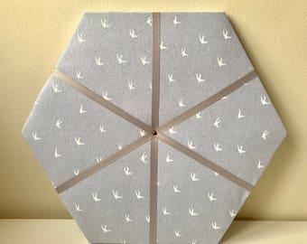 Mémo hexagonal/babillard - Hirondelle rose / blanc imprimé