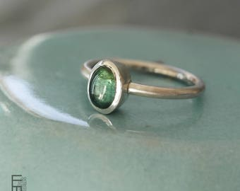 Silver RING with a beautiful GREEN TOURMALINE – elegant silver ring with a very special green-blue tourmaline cabochon