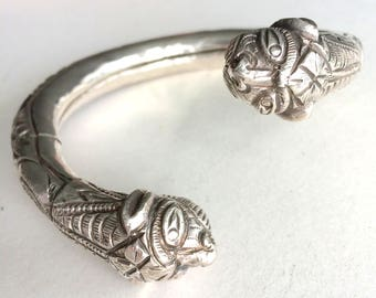 Antique Ethnic Sterling Silver Foo Dog Head Engraved Torque Cuff Bracelet