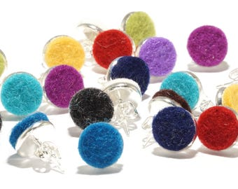 Colorful studs (1pair) made of felt and brass silver