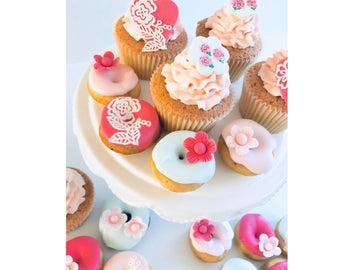 Edible Flowers/blossom in rose pinks. Handmade cupcake/donut toppers. X12