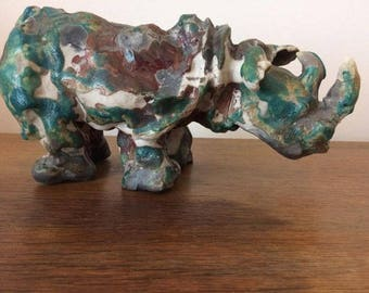 Rhinoceros, unique artwork signed by the Belgian artist 'eric Martin' is part of a collection of work called Rhino fierce 100