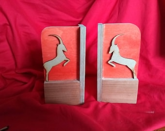 Bookend Cherry mount, dyed red background