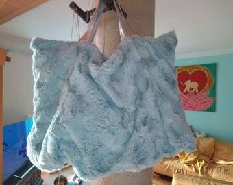 Bag made of faux fur