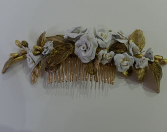 White flowers Comb
